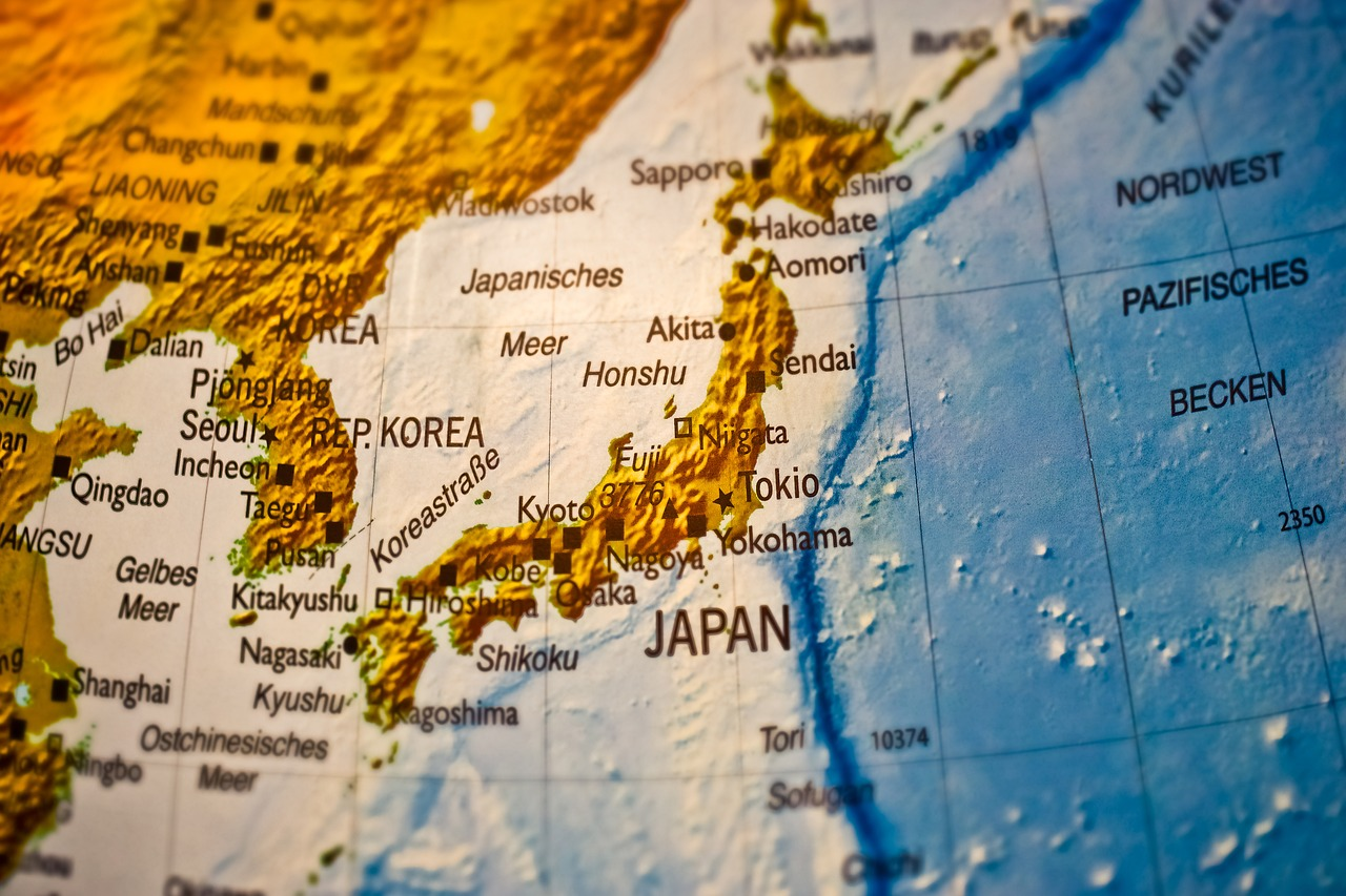 日本がアップの地球儀の写真