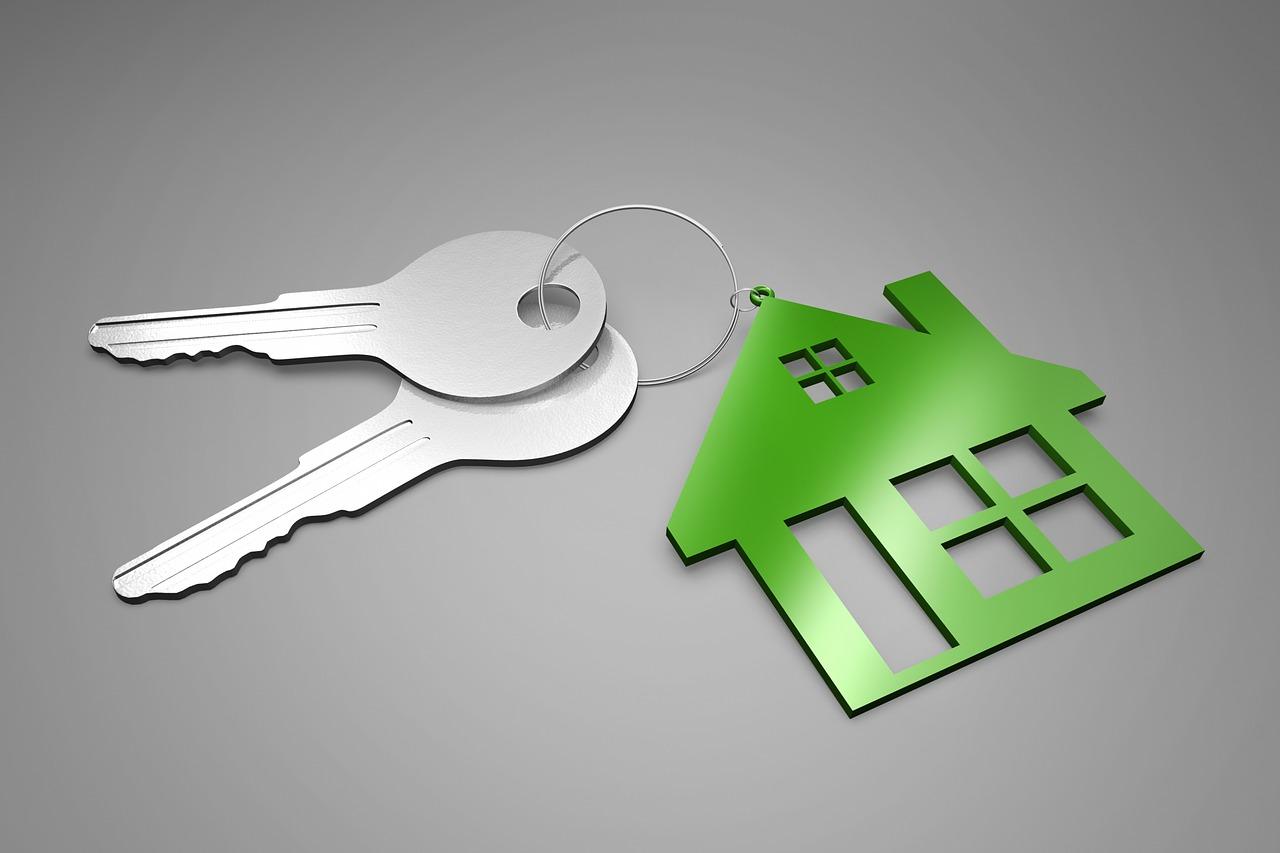 家と鍵のキーホルダー