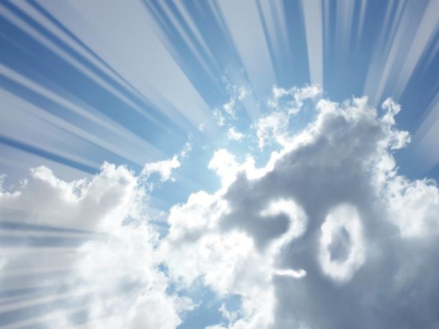 雲の隙間が20に見える写真